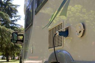 electricité et eaux usées dans un camping-car