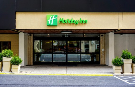 1-holiday-inn-lancaster-exterieur.jpg