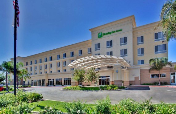 Holiday Inn & Suites Bakersfield - Bakerfield, CA