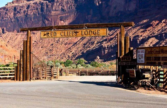 1-red-cliffs-lodge-ext