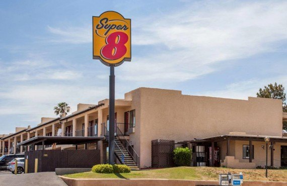 1-super8-barstow