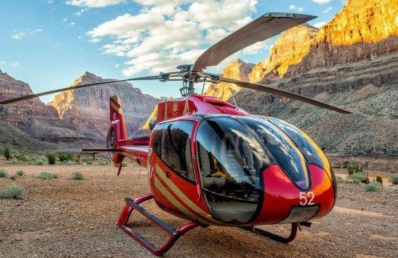 En hélicoptère au dessus du Grand Canyon