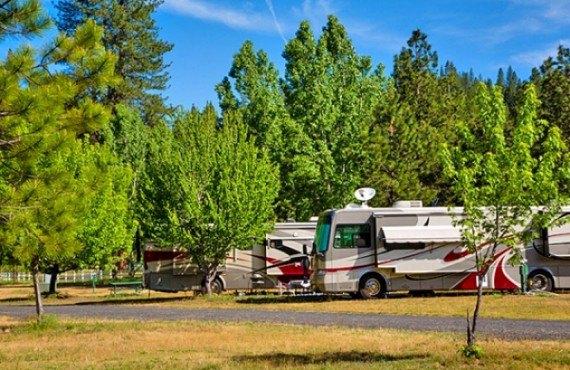 Camping Yosemite Lakes
