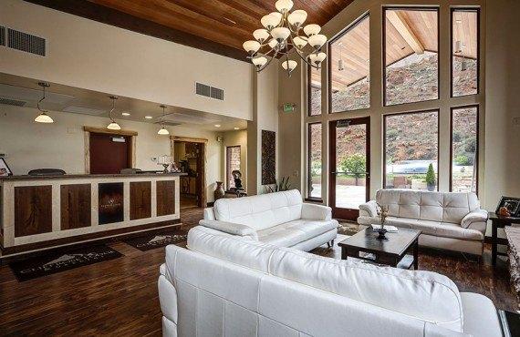 Cliffrose Lodge - Lobby