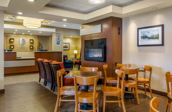 2-comfort-inn-north-conway-reception.jpg