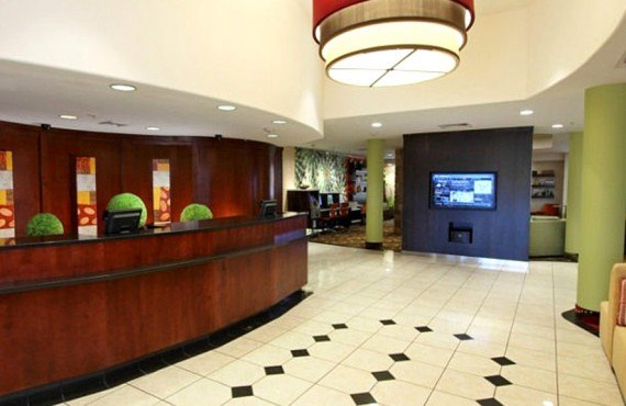 Courtyard by Marriott - Lobby