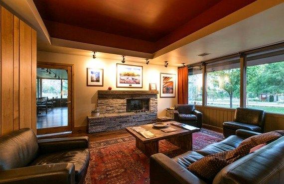 Driftwood Lodge - Lobby