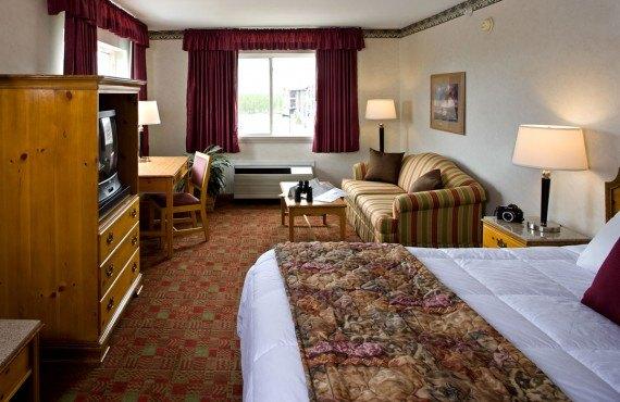 Gray Wolf Inn & Suites - Suite