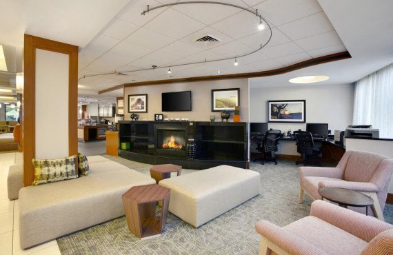 hampton-inn-lancaster-lobby