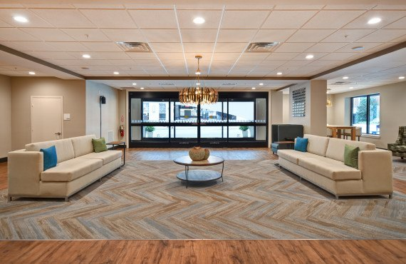 2-holiday-inn-lancaster-lobby2.jpg