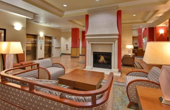 Holiday Inn & Suites Bakersfield - Lobby