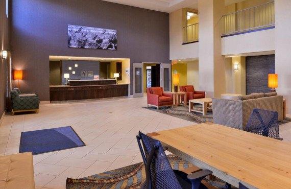 2-lobby2.jpg