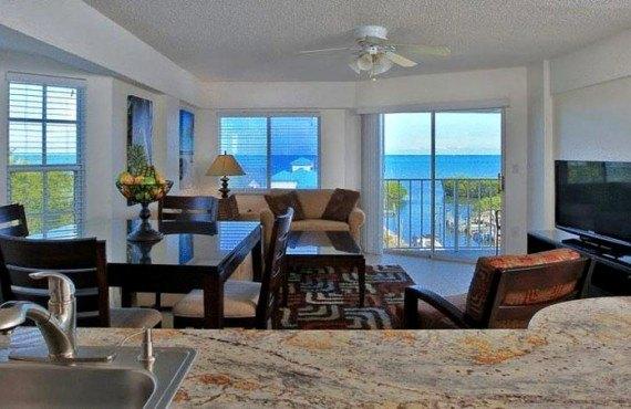 Ocean Pointe Suites - Chambre