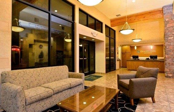 Quality Inn Navajo - Lobby