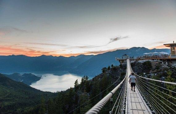 Pont suspendu - Coucher du soleil