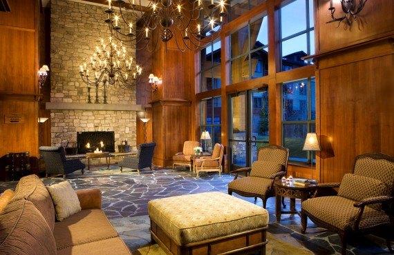 The Village Lodge - Lobby