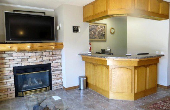 Waterton Glacier Suites - Reception