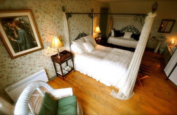 """""""La Lover"""" room"""