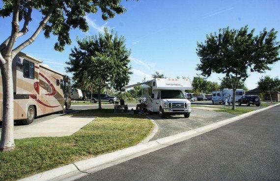 Camping Bakersfield River Run RV Park, CA