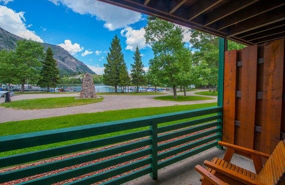 Vue sur le lac Waterton depuis le balcon