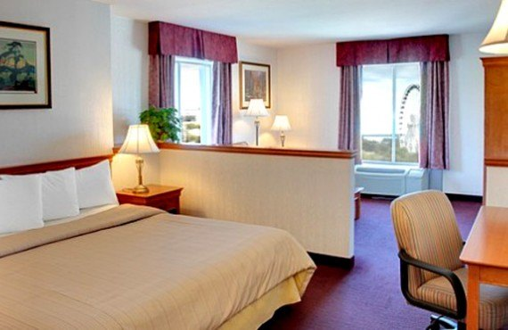 Days Inn by The Falls - Suite