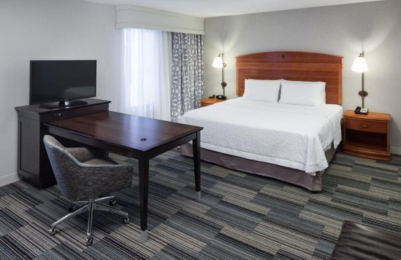 3-hampton-inn-tulare-studio-suite.jpg