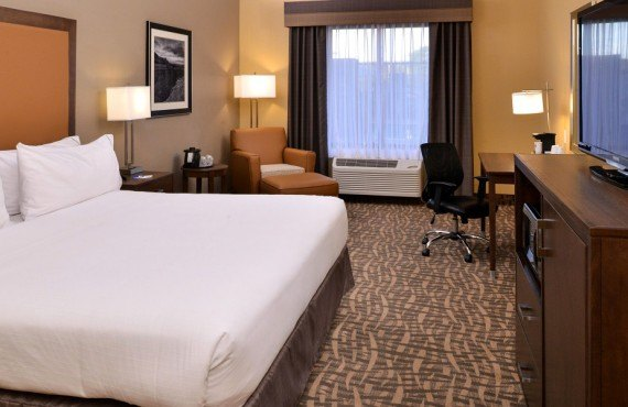 3-holiday-inn-express-page