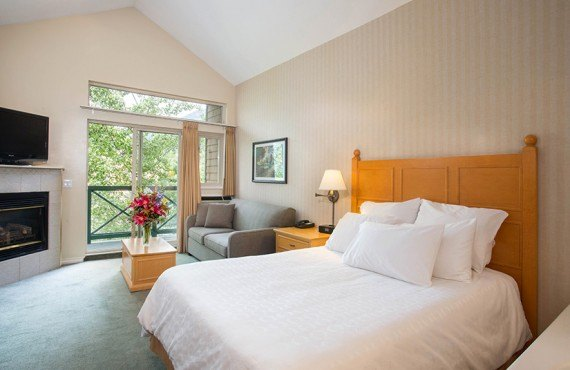 3-hotel-whistler-pinnacle-studio-deluxe.jpg