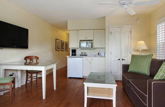3-sanibel-inn-condo.jpg