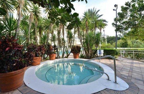 Comfort-Suites-Maingates-East-Miami-Spa