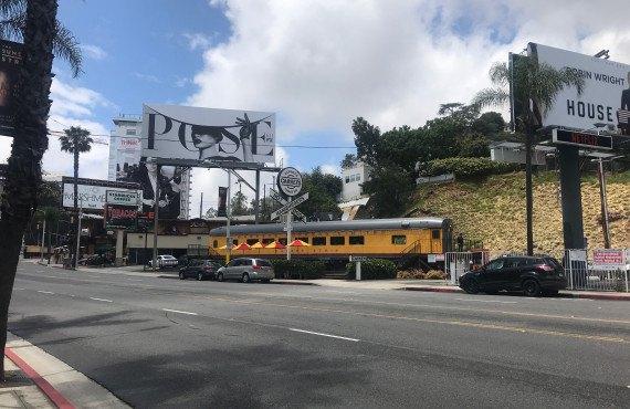 West-Hollywood-Restaurant-Carneys