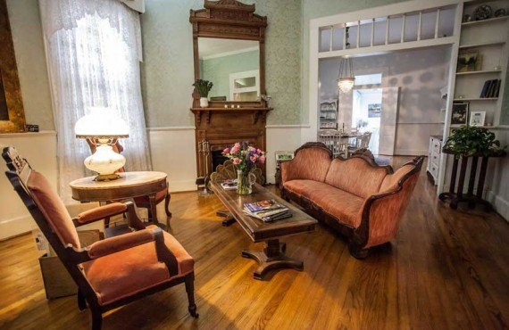 T-Freres-House-Louisianne-Salon-1