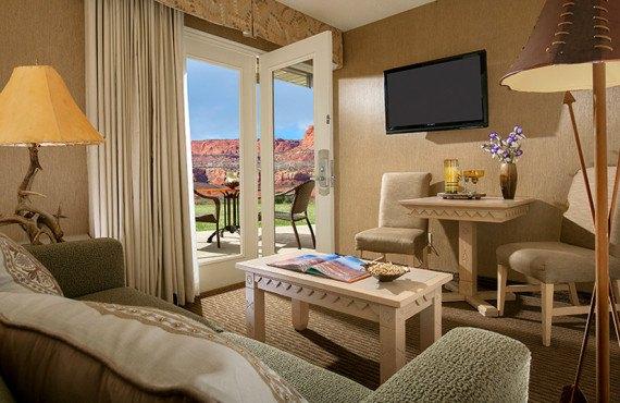 Suite avec sofa-lit, télévision et patio privé