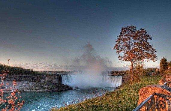 Les chutes Niagara au coucher du soleil
