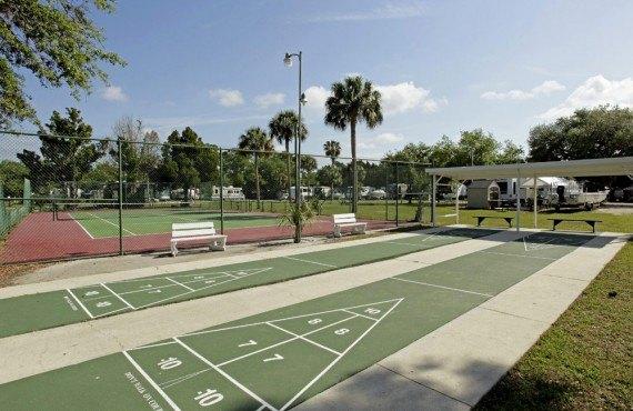 Court de tennis, aire de jeux