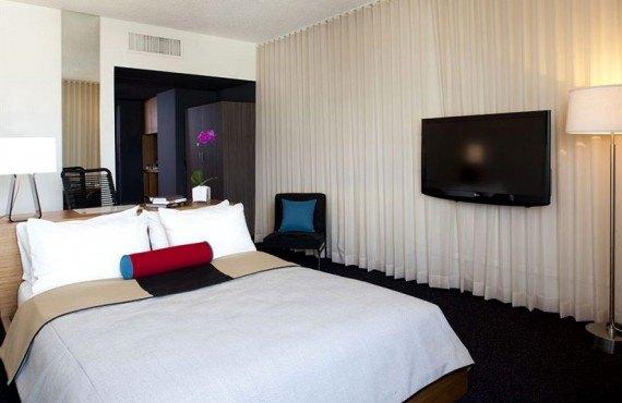 Custom Hotel - Chambre