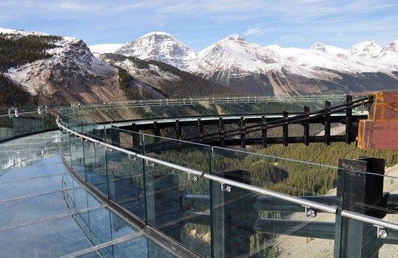 Le plancher de verre du Glacier Skywalk