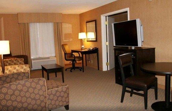 4-hampton-inn-barstow-suite