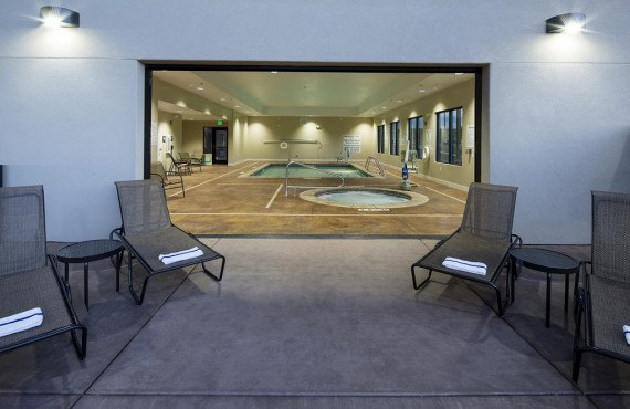 4-hampton-inn-page-piscine.jpg