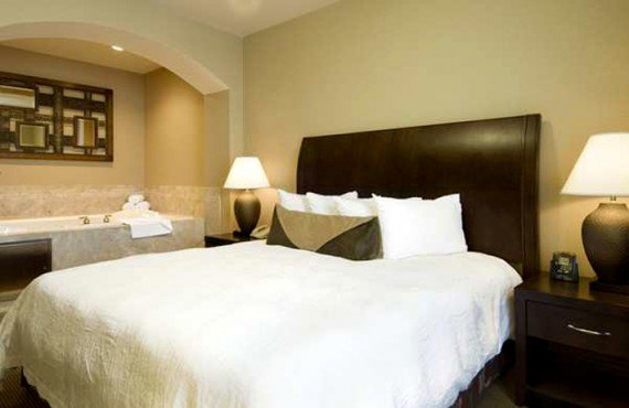 Hilton Garden Inn SLT Downtown - Suite, bain tourbillon