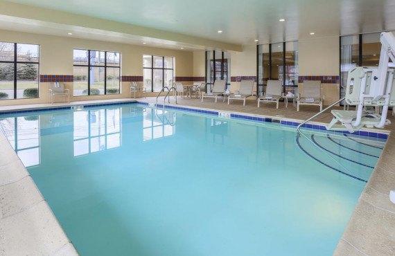 4-piscine-interieure.jpg