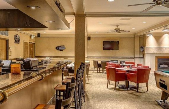 Bar, table de billard