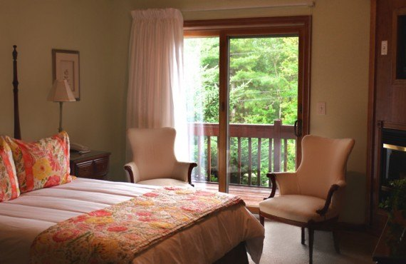 Snowed Inn - Chambre avec foyer et jacuzzi