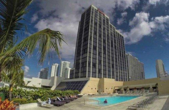 5-Hilton-Downtown-Miami-Cours-Arriere