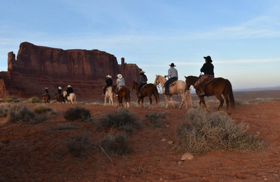 5-equitation-monument-valley.jpg