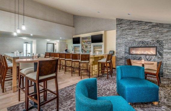 Madhatter Lounge