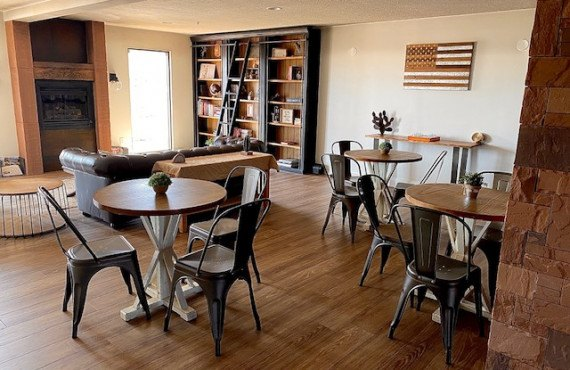 5-lounge.jpg