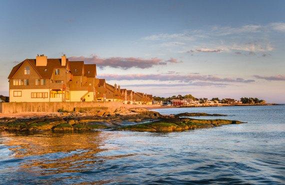 Rangée de maisons sur l'océan, New Haven