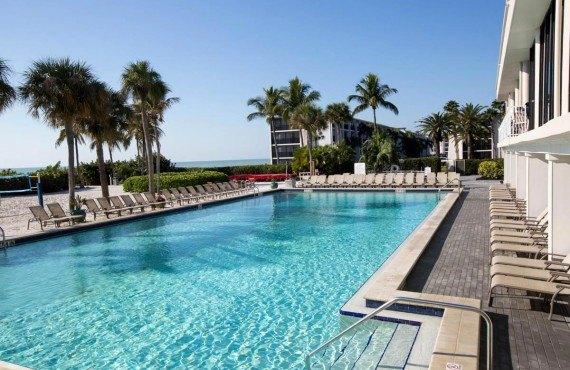 Sundial Beach Resort - Une des 5 piscines extérieures