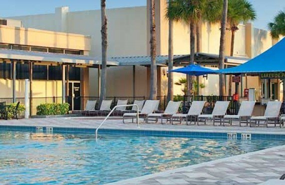 DoubleTree by Hilton Universal - Bar extérieur